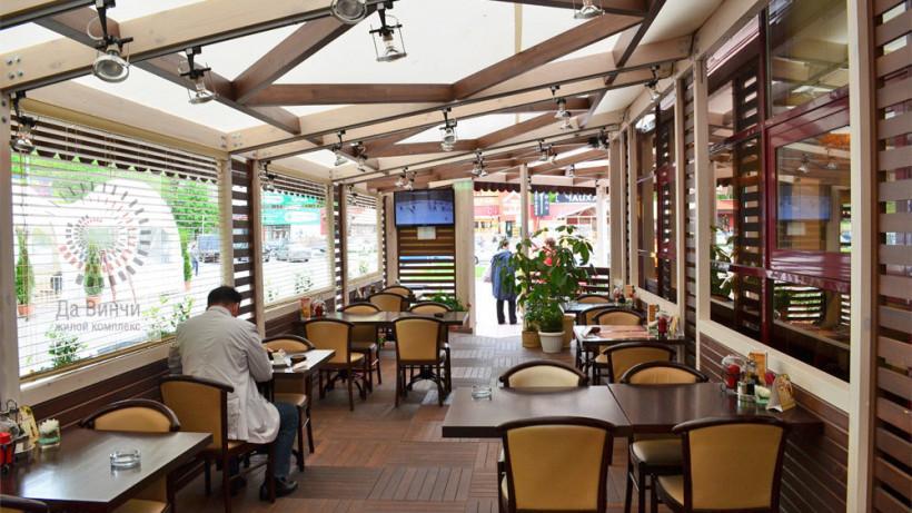 Летняя веранда кафе и ресторана