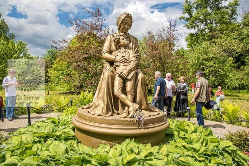 Более 20 тысяч человек стали гостями праздника Пушкина в усадьбах Большие Вязёмы и Захарово