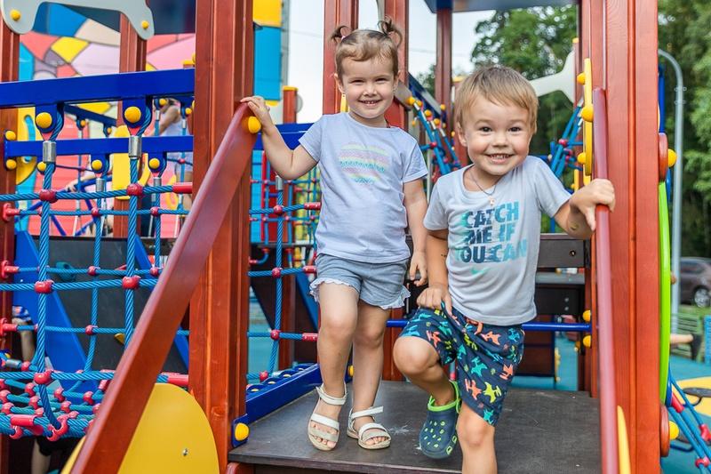 Мальчик и девочка Новая площадка в Трехгорке